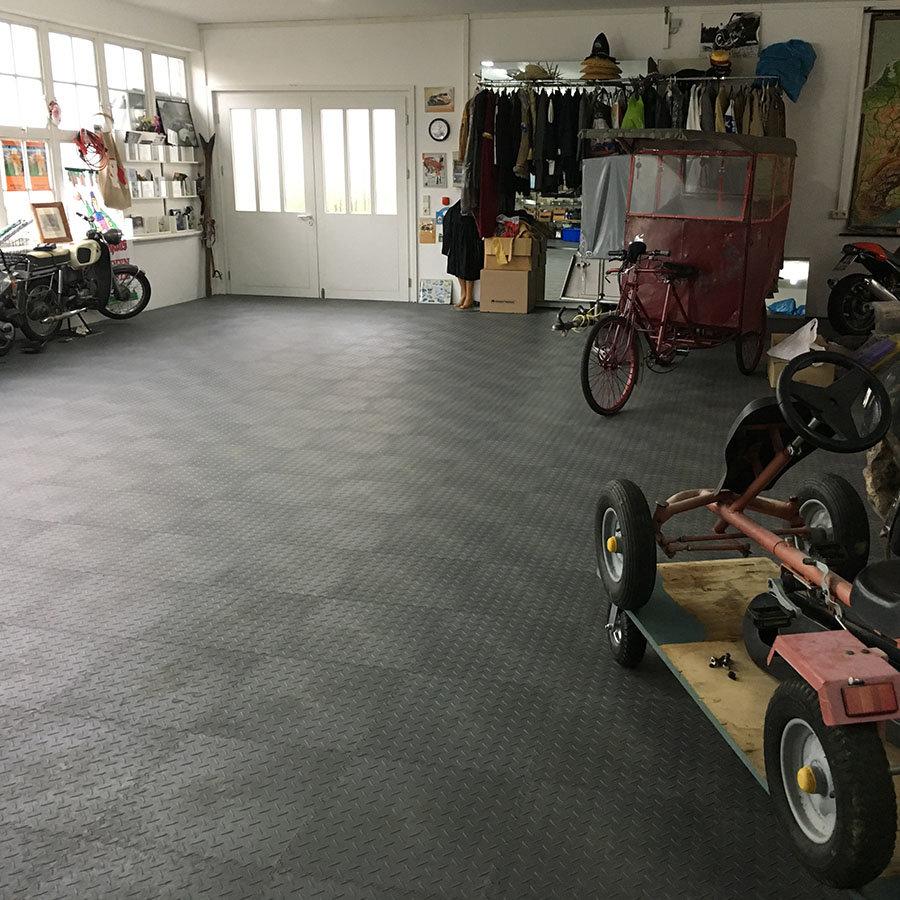 Plastové dlaždice Fortelock Industry, ECO - podlaha ve velké garáži / dílně - černá barva, dezén diamant.
